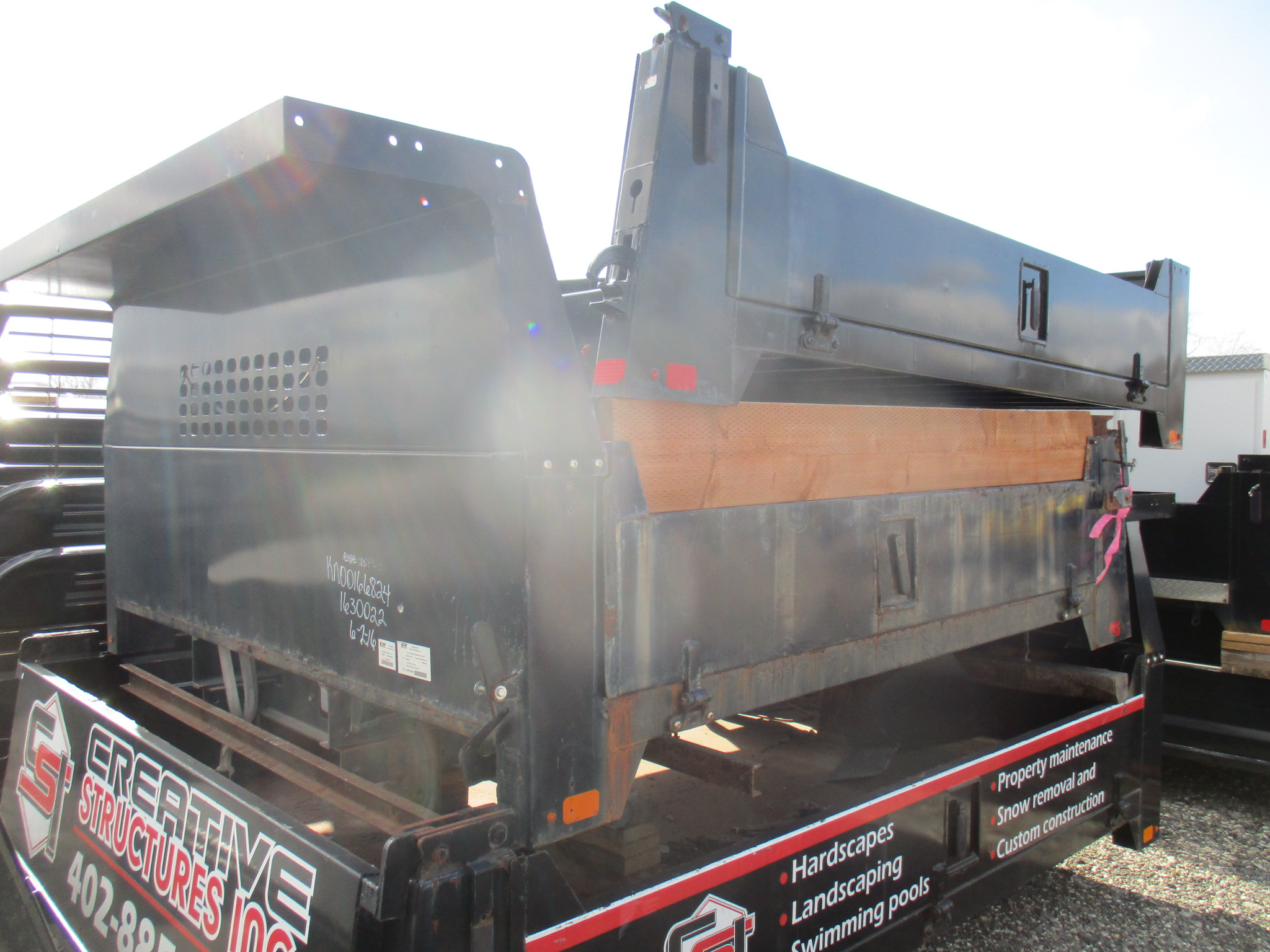 Used CM 9 x 97 DP Flatbed Truck Bed