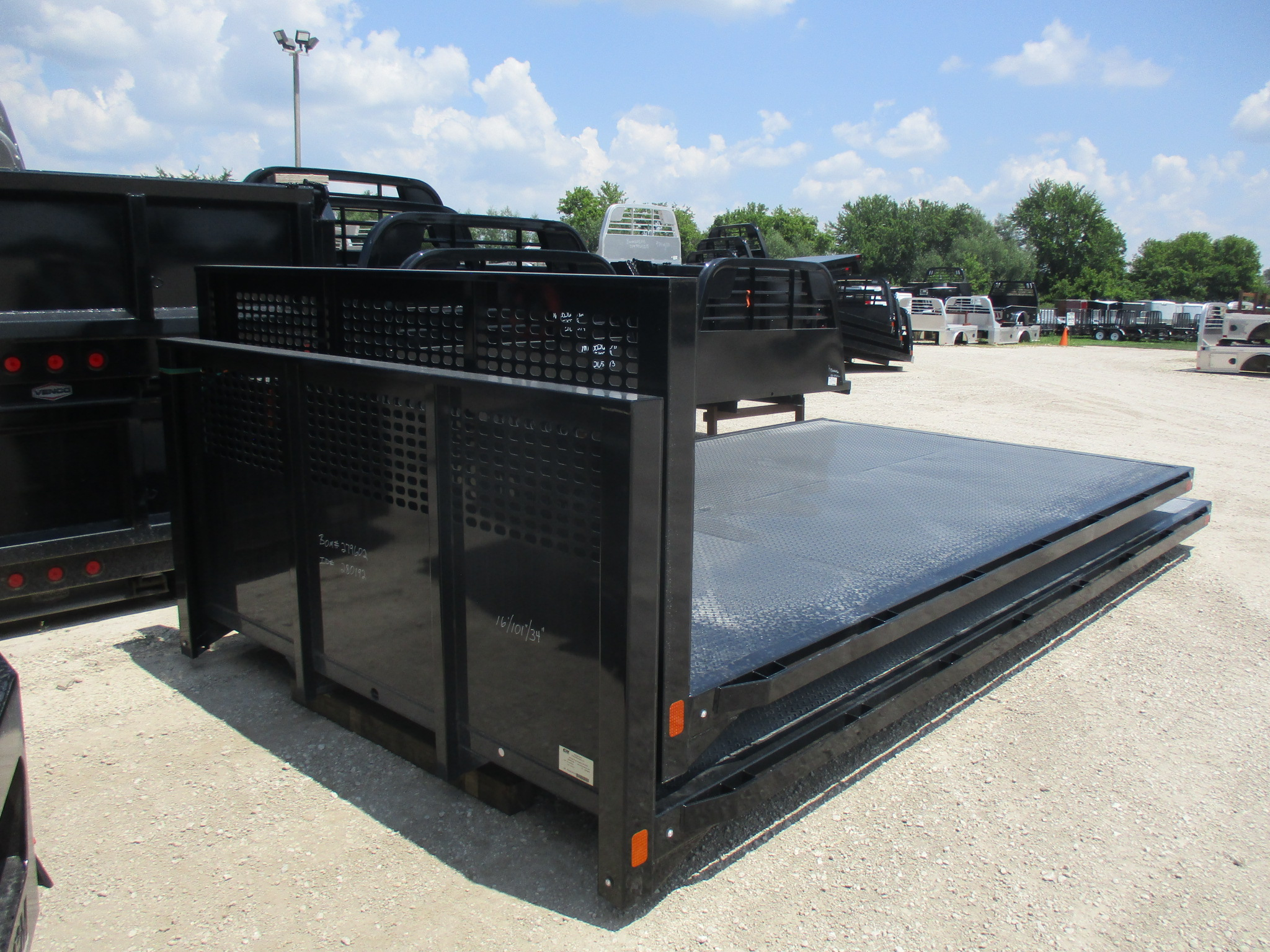 New CM 16 x 101 PL Flatbed Truck Bed