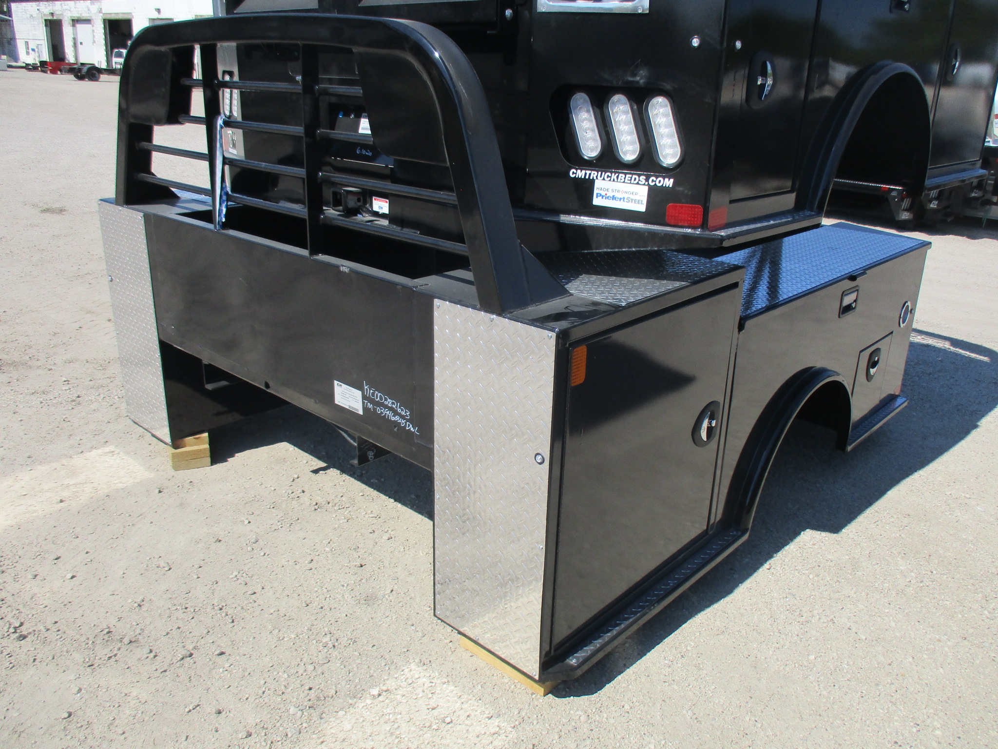 New CM 9.3 x 94 TM Flatbed Truck Bed