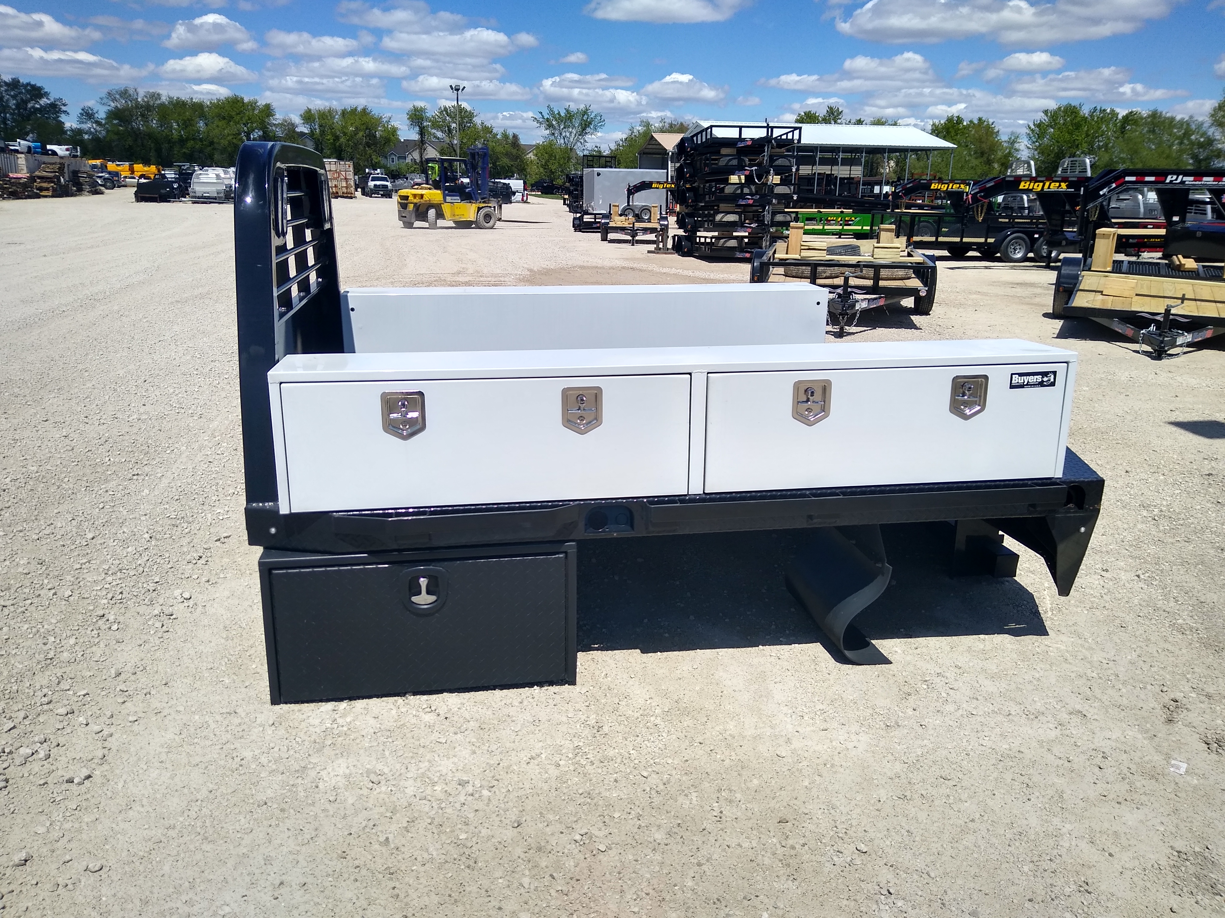 Used CM 9.3 x 97 RD Flatbed Truck Bed