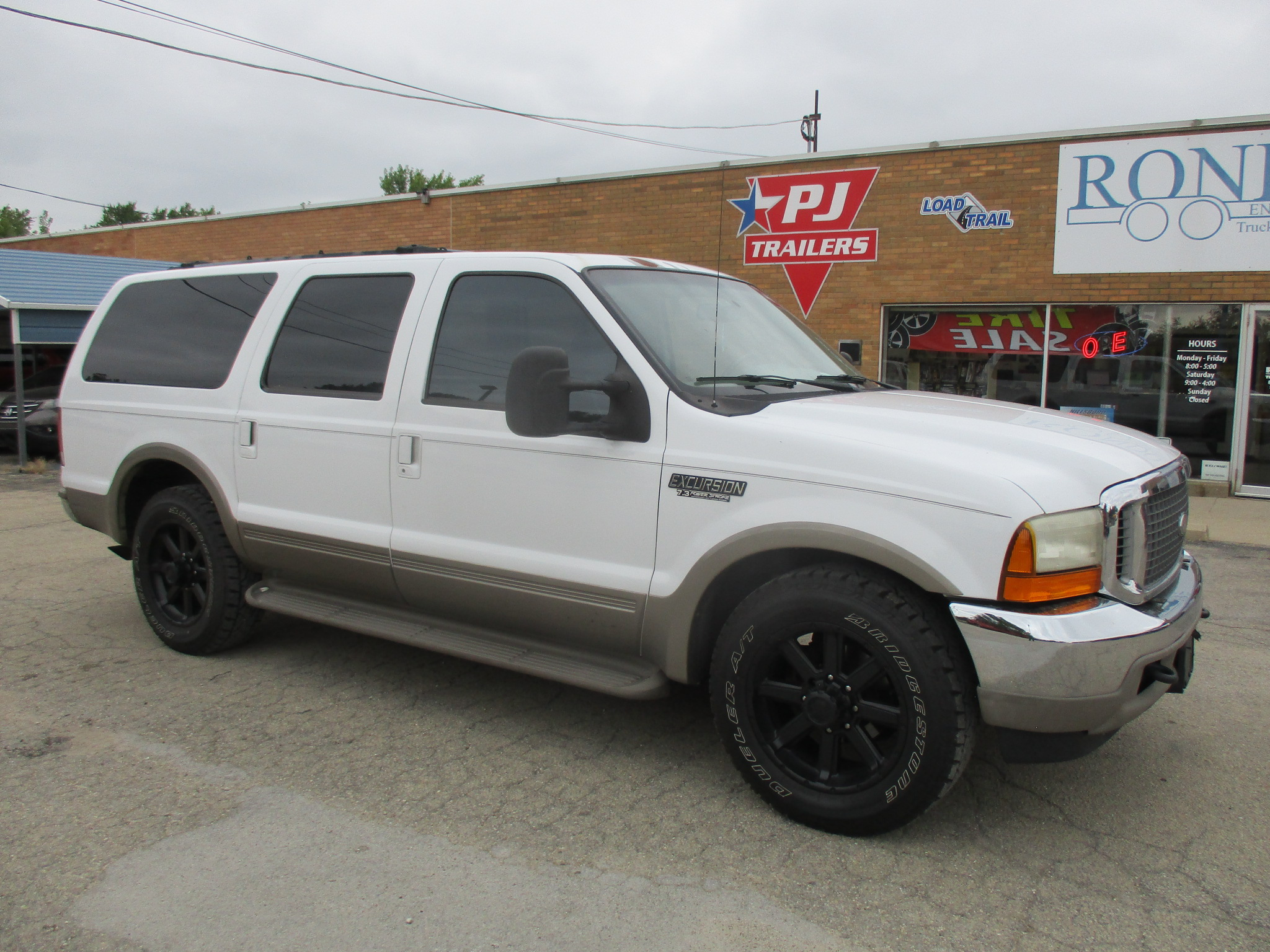 2000 Ford Excursion 4 Door SUV   Limited